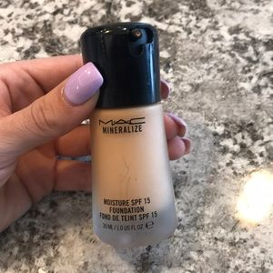 🖤 MAC Mineralize Foundation in NC42 🖤